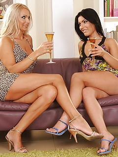 Lesbian MILF Pics